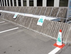 「おもいやり駐車場ステッカー」、「プラスワン駐車区画用ステッカー」設置例